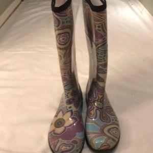 Kamik rain boots or snow.